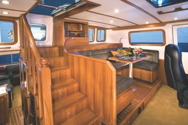 Pilothouse w/settee and table