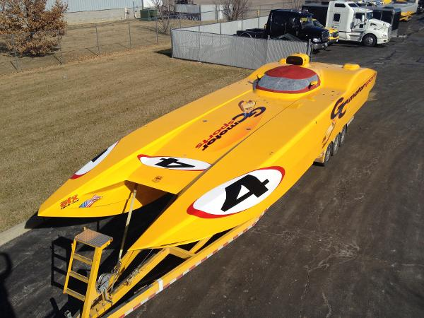 MTI 44 Race Boat