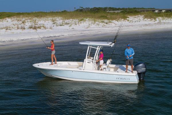 Robalo R246 Cayman 2017 Manufacturer Provided Photo - SISTERSHIP
