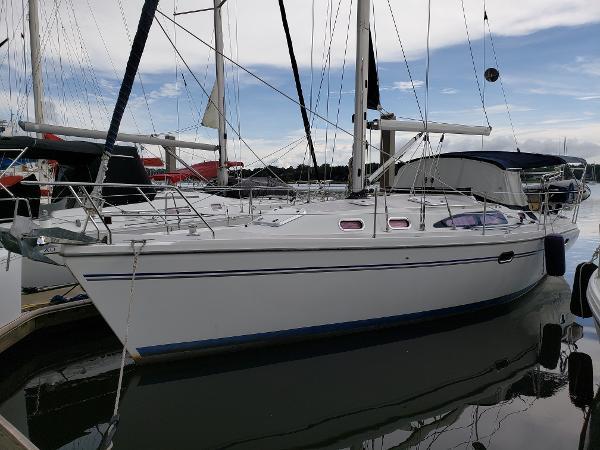 Catalina 350 MkII Port Close