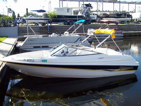 Wellcraft 200 SS Sport Bowrider