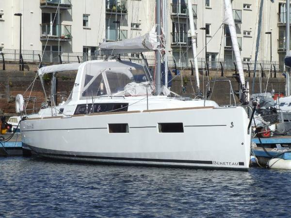 Beneteau Oceanis 35 At Berth