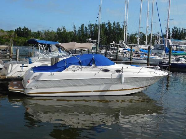 Sea Ray 270 Sundancer In Water Starboard Profile