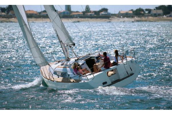 Beneteau Oceanis 37 Manufacturer Provided Image