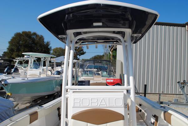 Robalo 222 ES Center Console 2017-robalo-r222es-center-console-for-sale