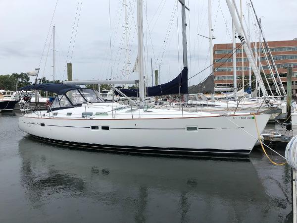 Beneteau America 423 Starboard profile