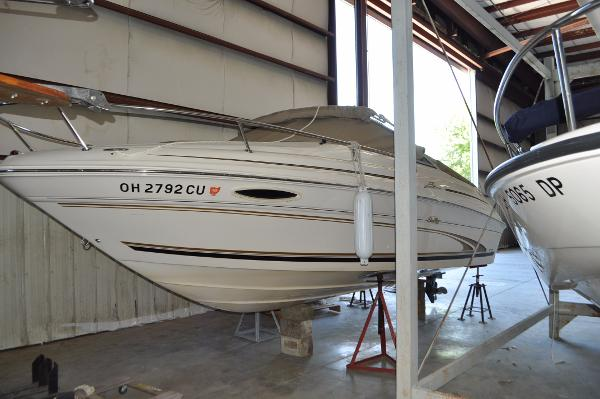 Sea Ray 215 Express Cruiser Port Bow