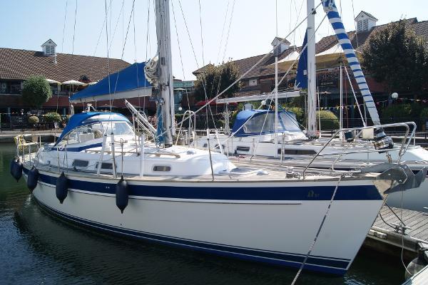 Hallberg-Rassy 37 Hull - Starboard side