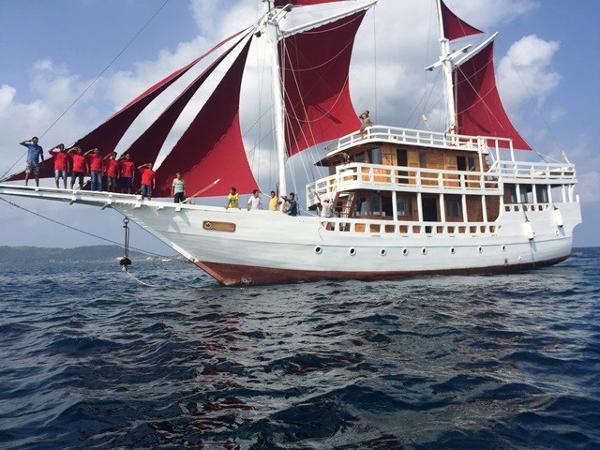 Custom Sailing Phinisi 2 Masted Sail Phinisi Under Sail