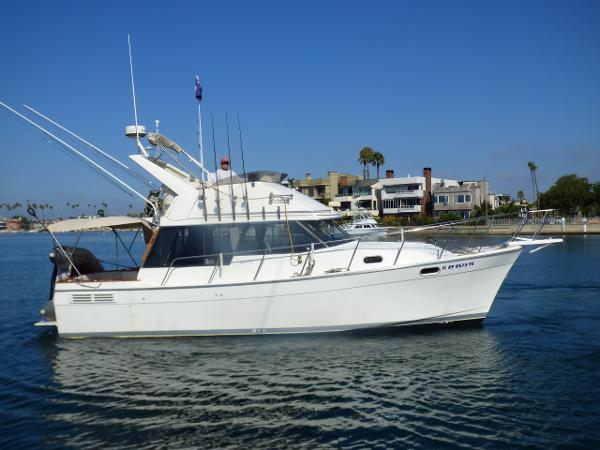 Bayliner 3288 Motoryacht Starboard Profile Underway