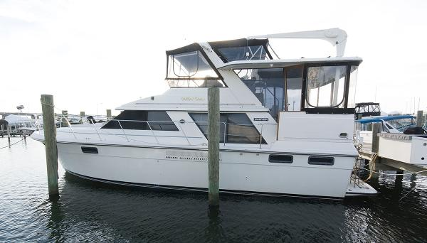 Carver 4207 Aft Cabin Motoryacht Profile