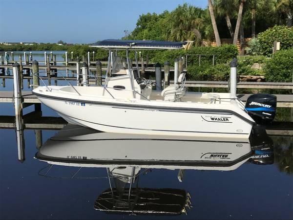Boston Whaler Outrage 210 Boston Whaler Outrage 210