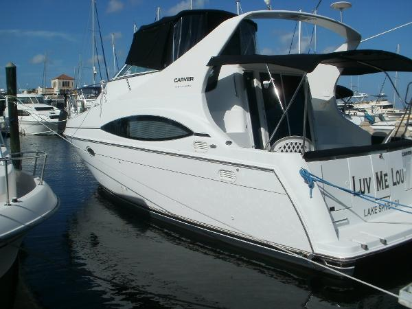 Carver 350 Mariner Port quarter