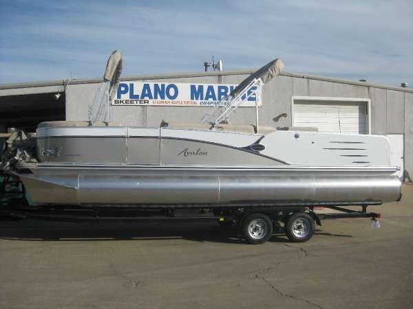 Avalon 25 ft. Catalina Rear Fish