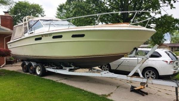 Sea Ray 300 Weekender Starboard on Trailer