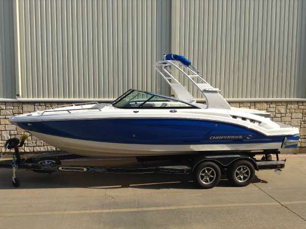 Chaparral 227 SSX Surf Package