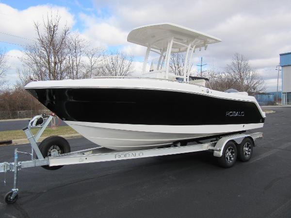 Robalo R222 Center Console PROFILE