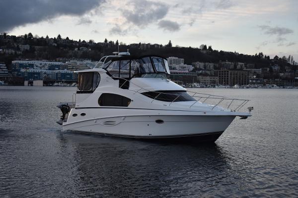 Silverton 35 Motor Yacht Profile