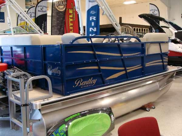 Bentley Encore 140 Cruise pontoon