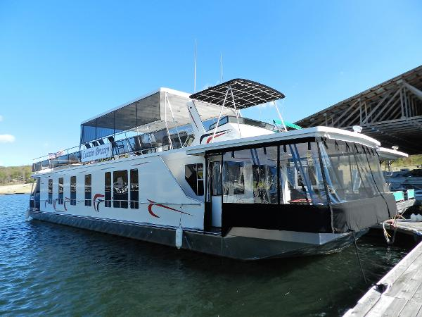 Sunstar 17' x 74' Houseboat Cuzzin Brucey
