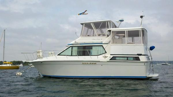 Chris-Craft 372 Catalina Profile