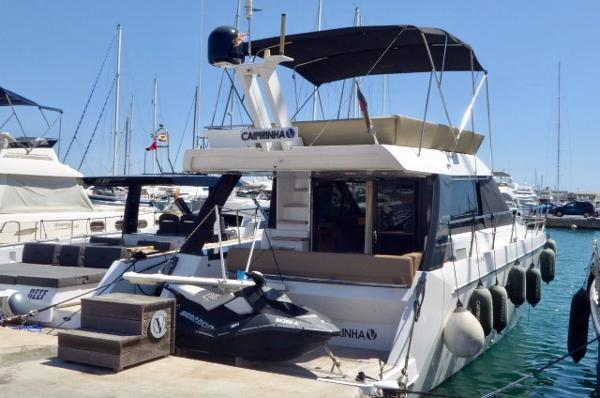 Sealine F 42 Motoryacht mit Hafenplatz auf Mallorca