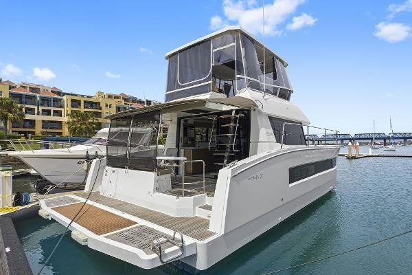 Fountaine Pajot MY37 MY37 with hydraulic platform