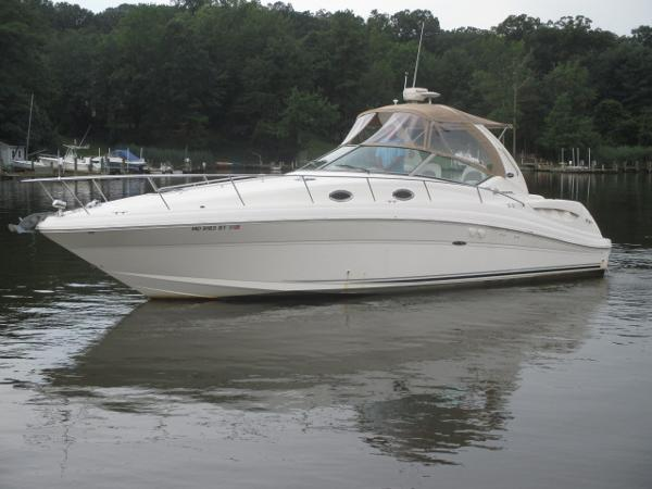 Sea Ray 340 Sundancer Port Bow