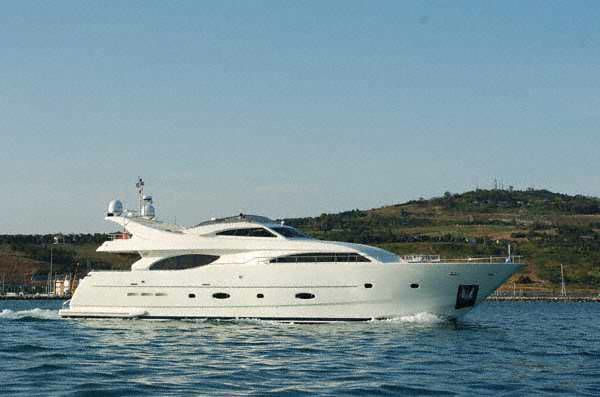 Ferretti Yachts Custom Line 94  Running