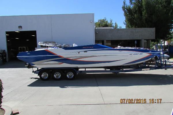 Shockwave 28 Deck Boat