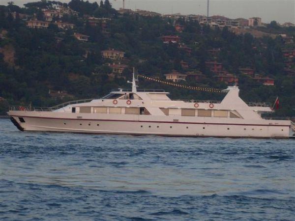 45 M Restaurant Boat