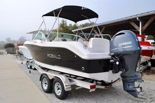 Robalo R207 Dual Console Bowrider 2017-Robalo-R207-Dual-Console-Bowrider-For-Sale
