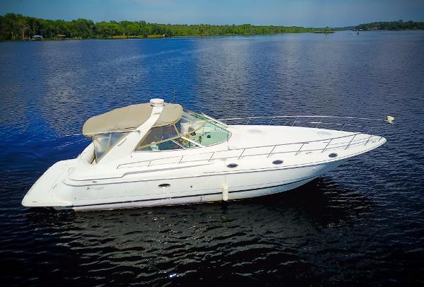 Express cruiser yacht 4270
