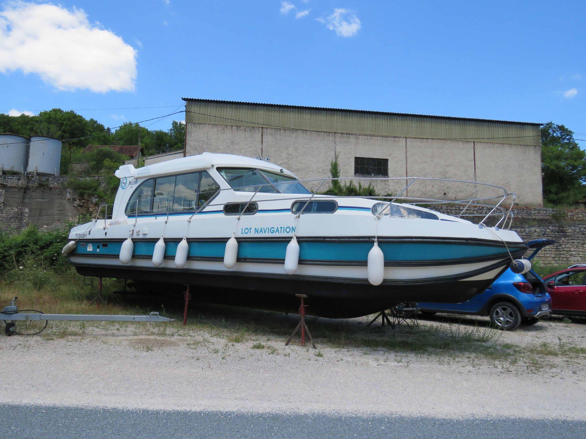 Nicols Sedan 1170