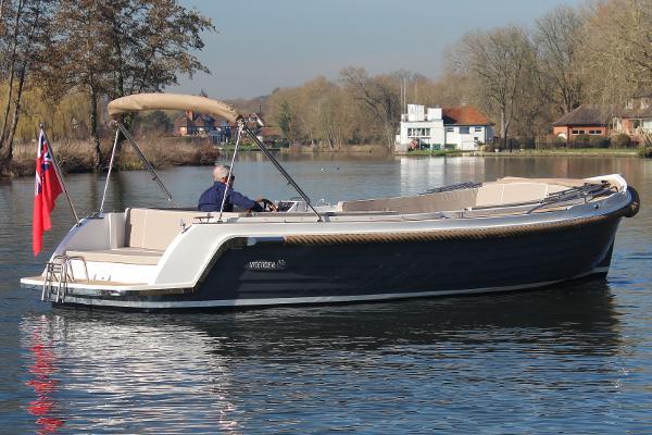 Interboat Intender 820