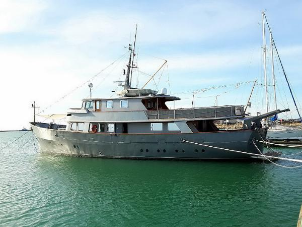 Custom Richard Iron Works 30M Expedition Explorer Custom twin screw steel displacement yacht for sale