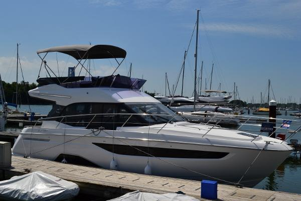 Bavaria R40 Fly *** LIBRARY PICTURE ***