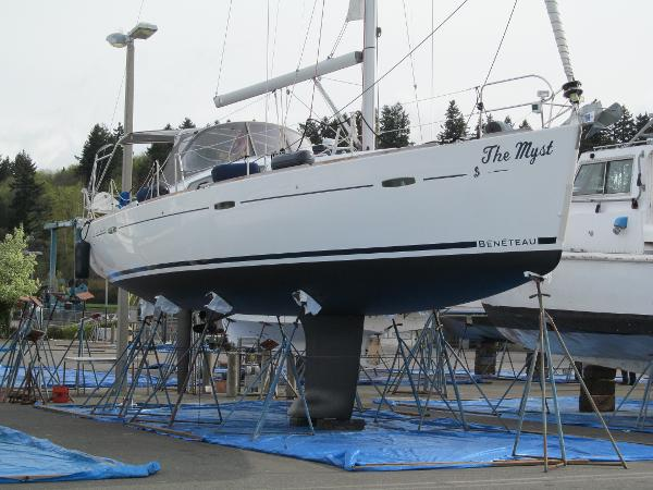 Beneteau Oceanis 43 On the hard