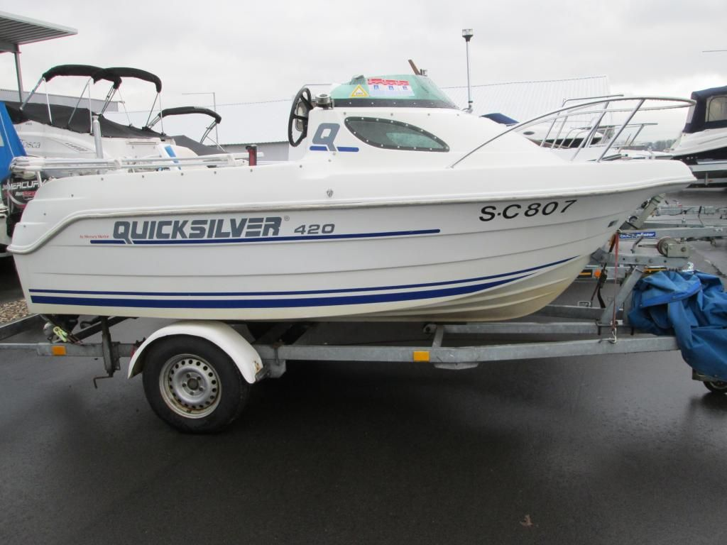 Quicksilver 420 Cabin