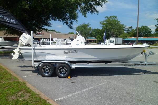 Blue Wave 2200 SL STARBOARD ON TRAILER