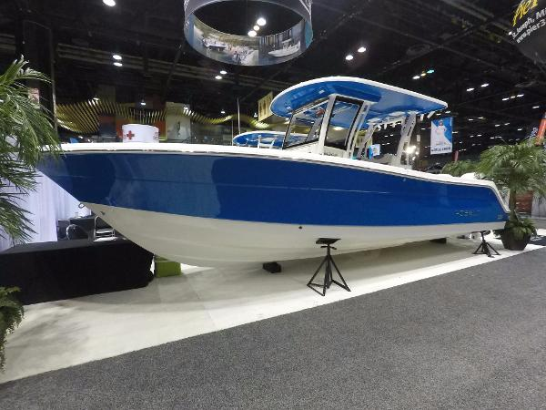 Robalo R302 Center Console BOAT SHOW PROFILE