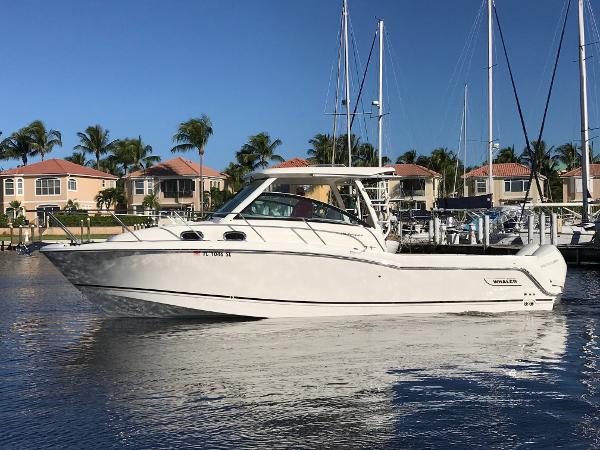Boston Whaler 315 Conquest Profile