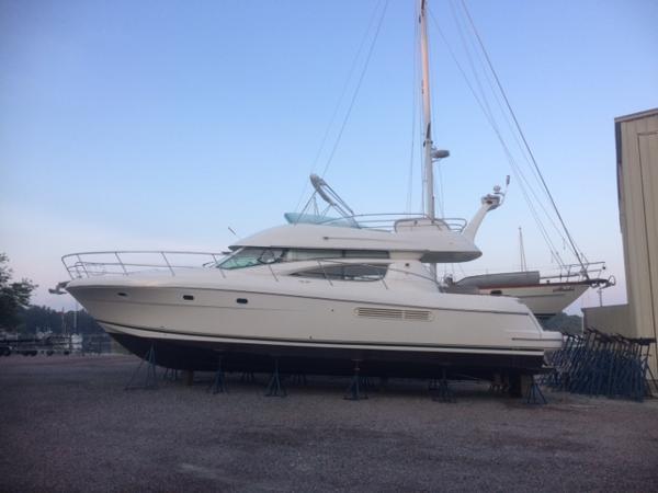 Jeanneau Prestige 46 Port hullside