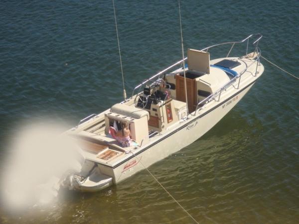 Boston Whaler OUTRAGE CUDDY 22 WD