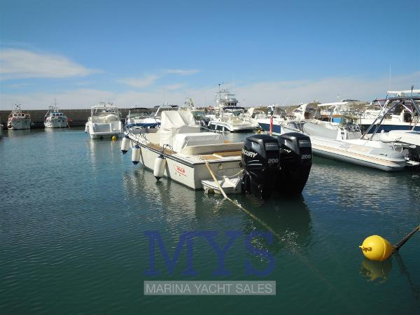 Boston Whaler Outrage 25 BOSTON WHALER OUTRAGE 25 (1)