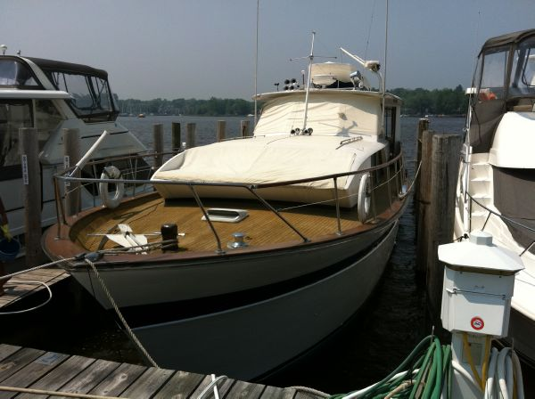 Chris-Craft Constellation Dockside