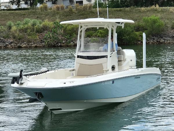 Boston Whaler 270 Dauntless Port Bow Profile
