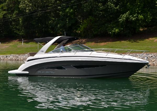 Regal 32 Express Cruiser with Twin 300 DP