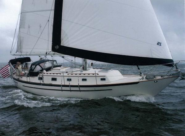 Pacific Seacraft Crealock 37 Profile