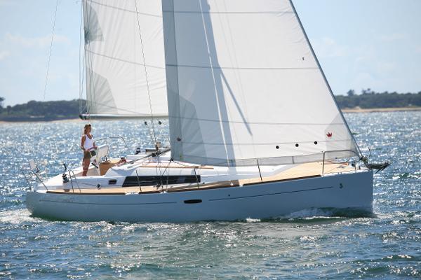 Beneteau Oceanis 37 Platinum Beneteau Oceanis 37 Platinum Underway